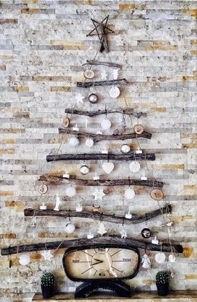 DIY Simple Holiday Decorating Wall Tree