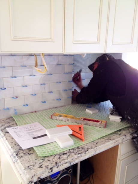 Installing the backsplash tile